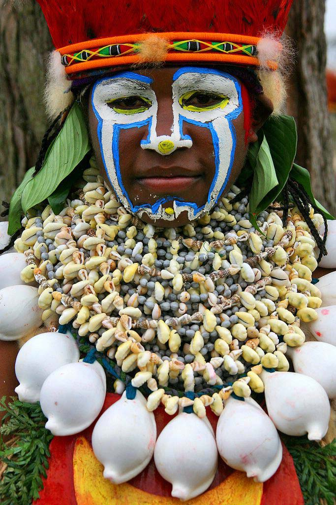 Papua_Indigenous_Tribe_at_Festival_time